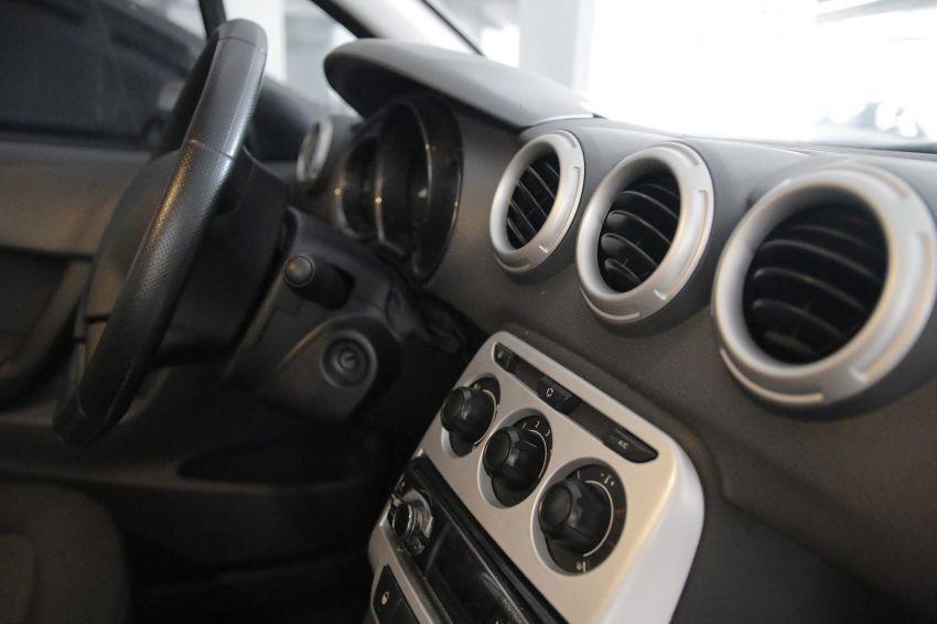 Citroën C3 Origine 1.5 8V (Flex) - Foto #4