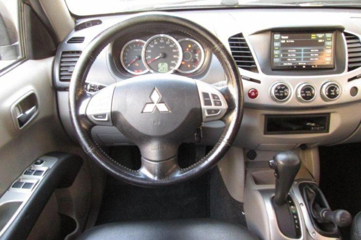 Mitsubishi L 200 Triton HPE 4x4 3.5 V6 (flex) (cab. dupla) (aut) - Foto #6