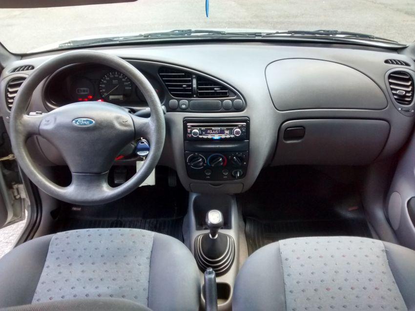 Ford Fiesta Hatch Street 1.0 8V - Foto #5
