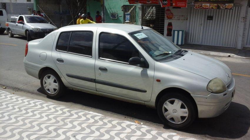 Renault Clio Sedan RN 1.0 16V - Foto #2