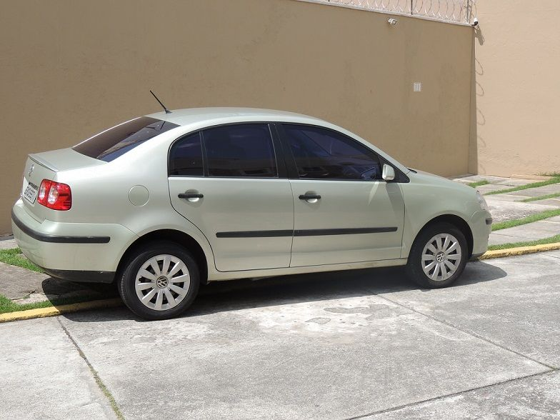 Volkswagen Polo Sedan 1.6 8V (Flex) - Foto #4