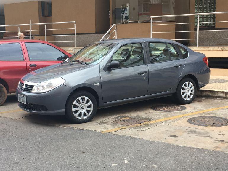 Renault Symbol 1.6 16V Expression (flex) - Foto #1