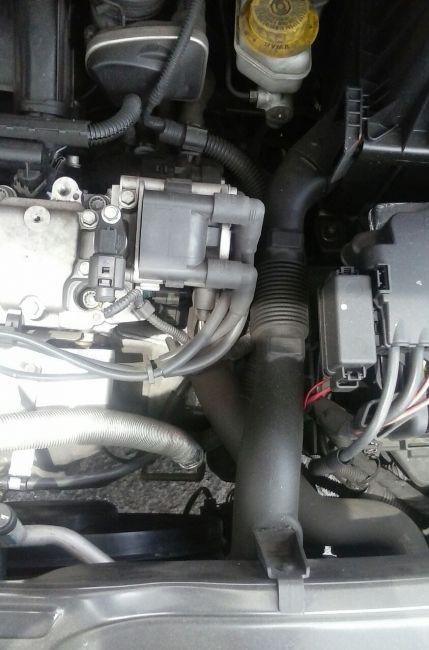 Volkswagen Fox 1.6 8V (Flex) - Foto #6