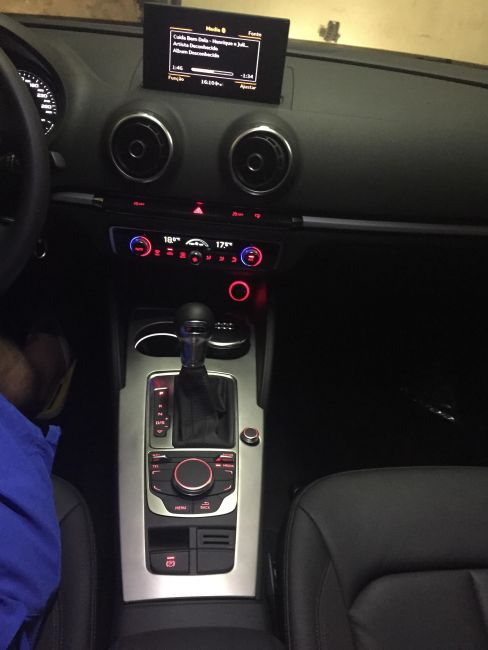 Audi A3 Sedan 1.8 TFSI Ambition S-tronic - Foto #2