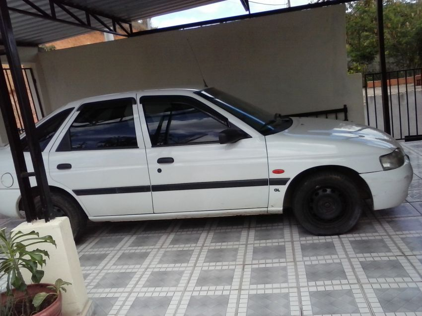 Ford Escort Hatch GL 1.8 MPi 16V - Foto #2