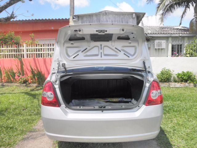 Ford Fiesta Sedan 1.0 Rocam (Flex) - Foto #9