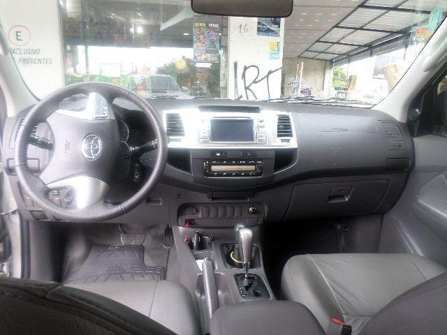 Toyota Hilux 3.0 TDI 4x4 CD SR Auto - Foto #4