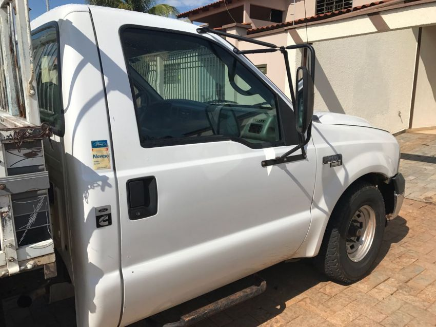 Ford F350 (Cabine Simples) - Foto #3