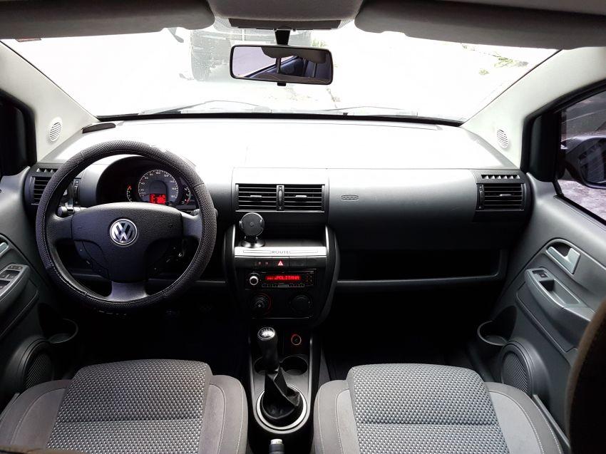 Volkswagen Fox Route 1.0 8V (Flex) 4p - Foto #2