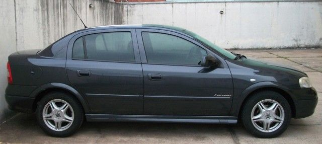 Chevrolet Astra Sedan 2.0 16V - Foto #1