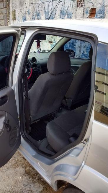 Ford Fiesta Hatch 1.0 - Foto #3