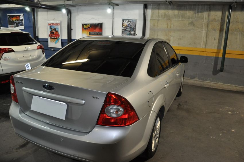 Ford Focus Sedan GLX 2.0 16V (Flex) - Foto #2