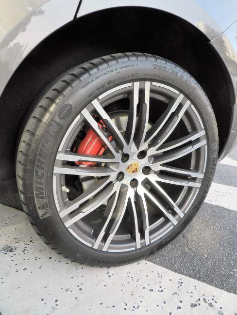 Porsche Macan 3.6 V6 Turbo - Foto #9