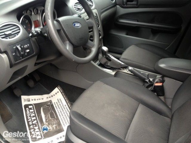 Ford Focus Hatch GLX 2.0 16V Duratec - Foto #5