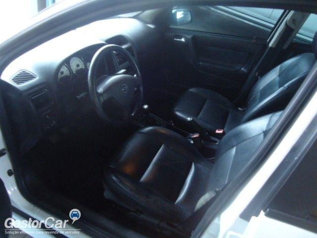 Chevrolet Astra Hatch Advantage 2.0 (Flex) - Foto #5