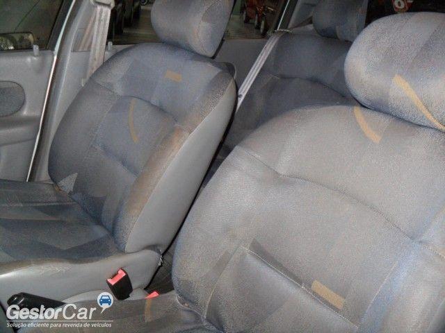 Renault Clio Hatch. RN 1.6 16V - Foto #6