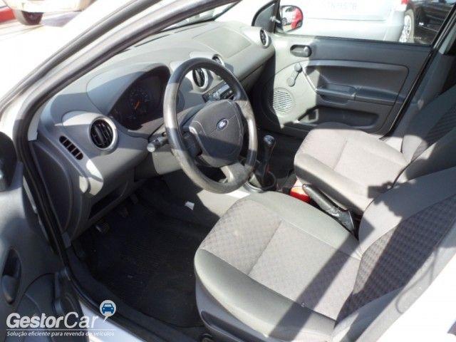 Ford Fiesta Hatch 1.0 - Foto #6