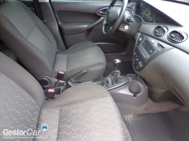 Ford Focus Hatch GL 1.6 8V - Foto #6