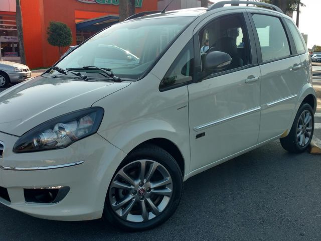 Fiat Idea Essence Dualogic 1.6 16V Flex - Foto #1