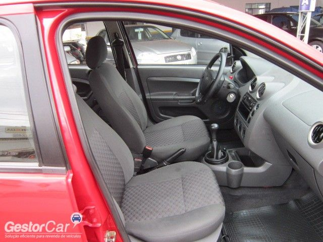 Ford Fiesta Hatch 1.0 - Foto #7