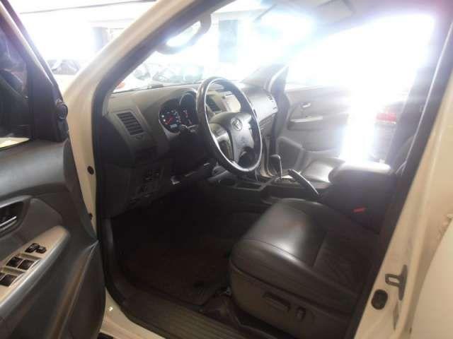 Toyota Hilux 3.0 TDI 4x4 CD SR Auto - Foto #9