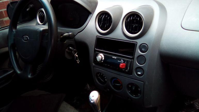Ford Fiesta Sedan 1.0 - Foto #2