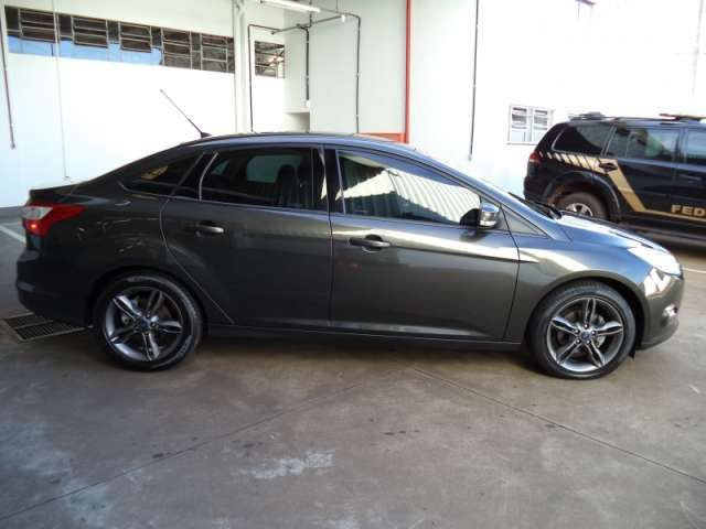 Ford Focus Sedan SE 2.0 16V PowerShift (Aut) - Foto #3