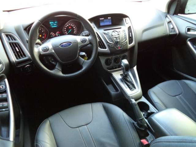 Ford Focus Sedan SE 2.0 16V PowerShift (Aut) - Foto #8