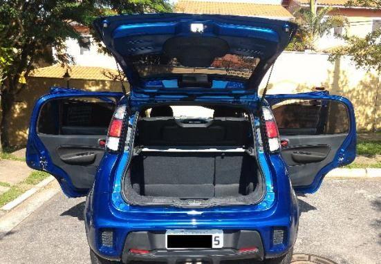 Fiat Uno Sporting Dualogic 1.4 (Flex) - Foto #3