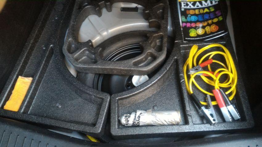 Ford Focus Hatch Ghia 2.0 16V Duratec (Aut) - Foto #2