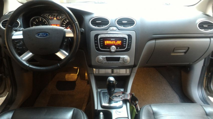 Ford Focus Hatch Ghia 2.0 16V Duratec (Aut) - Foto #7