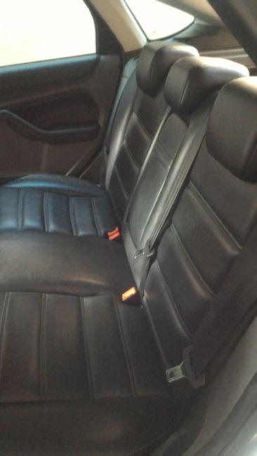 Ford Focus Hatch Ghia 2.0 16V Duratec (Aut) - Foto #8