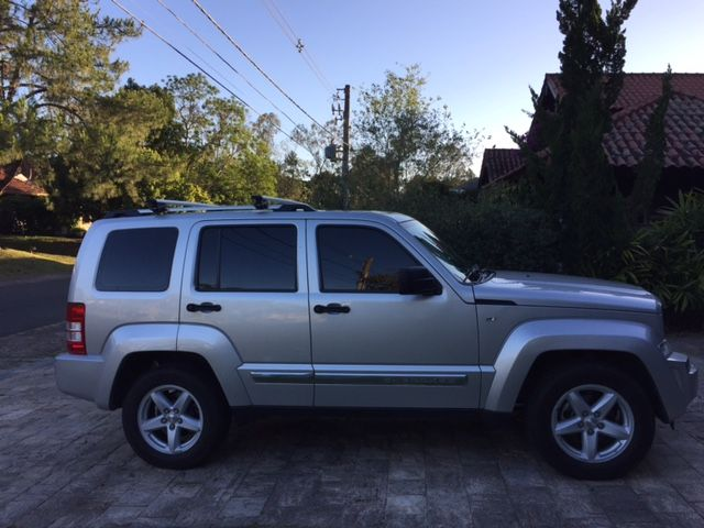 Jeep Cherokee Limited 3.7 V6 4WD - Foto #2
