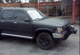 Toyota Hilux DLX 4x2 2.8 (cab. dupla)
