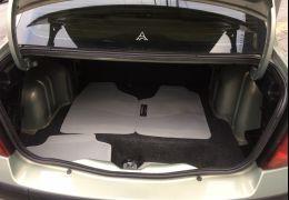 Renault Clio Hatch. Authentique 1.0 16V (flex) 4p