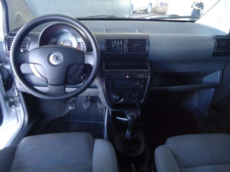 Volkswagen Fox Plus 1.6 8V - Foto #5