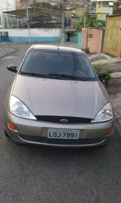 Ford Focus Sedan 1.8 16V - Foto #1