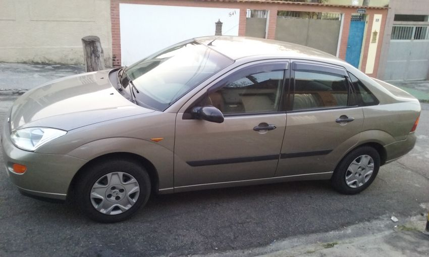 Ford Focus Sedan 1.8 16V - Foto #2