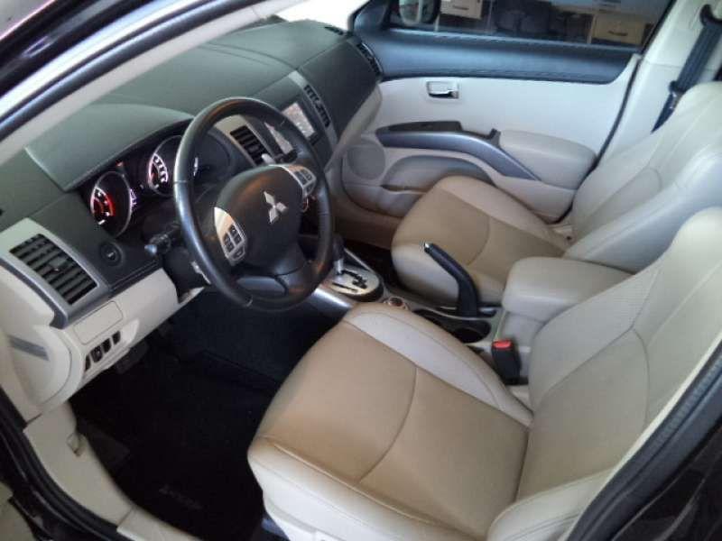 Mitsubishi Outlander 3.0 V6 GT Mid 4WD - Foto #10