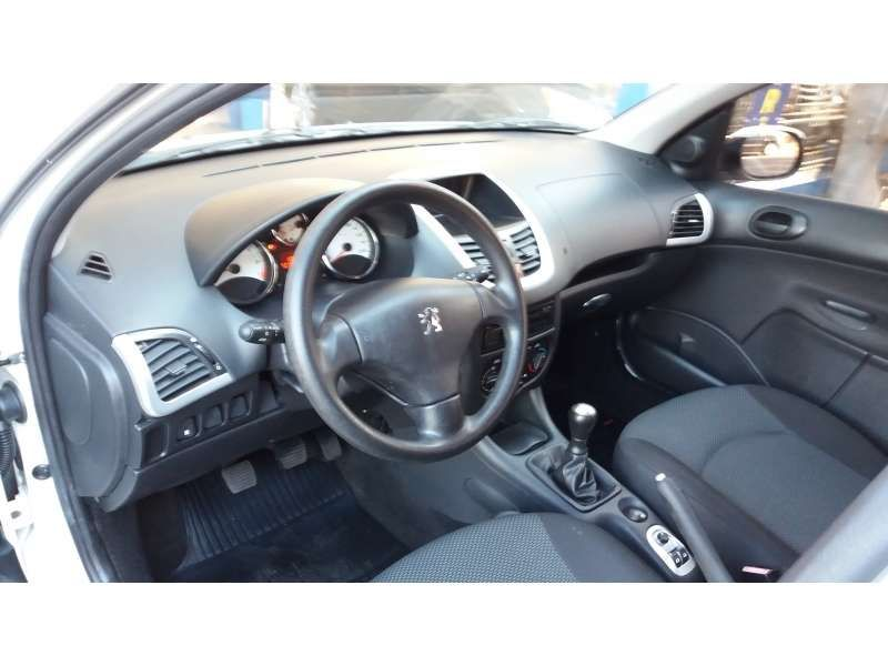 Peugeot 207 Hatch Active 1.4 (Flex) - Foto #7