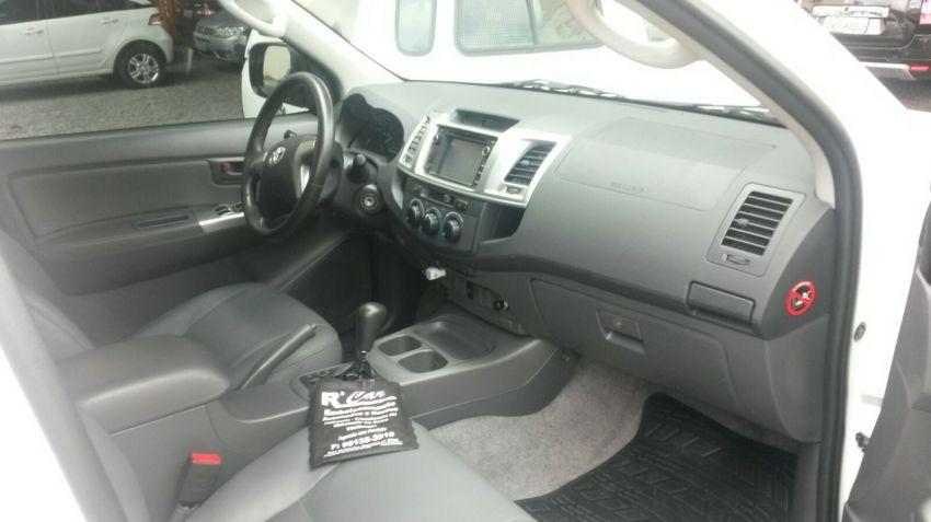 Toyota Hilux 2.7 Flex 4x2 CD SR (Aut) - Foto #4