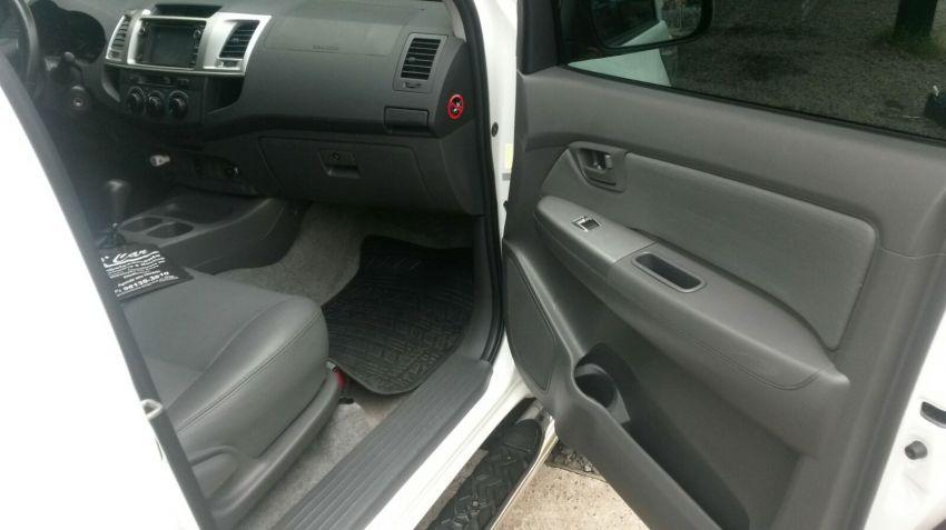 Toyota Hilux 2.7 Flex 4x2 CD SR (Aut) - Foto #8