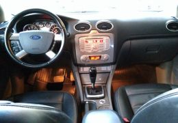 Ford Focus Sedan Ghia 2.0 16V (Aut)