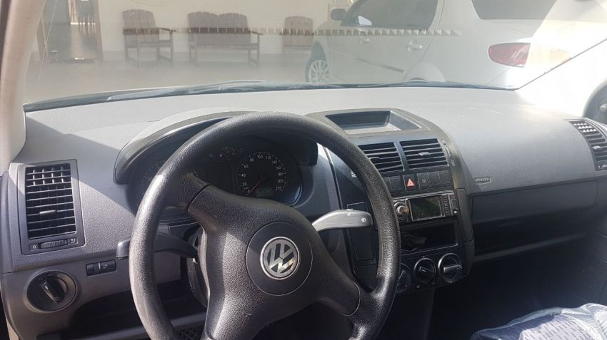 Volkswagen Polo Sedan Comfortline 1.6 8V - Foto #6