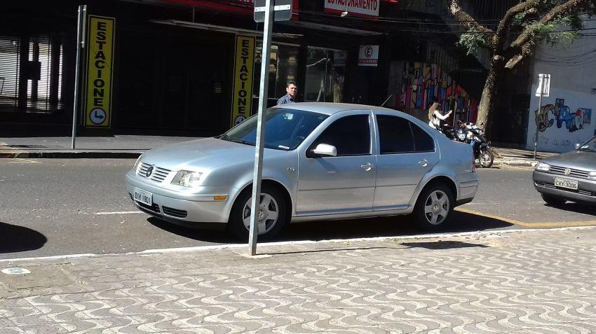 Volkswagen Bora 2.0 MI Comfortline (Aut) - Foto #3