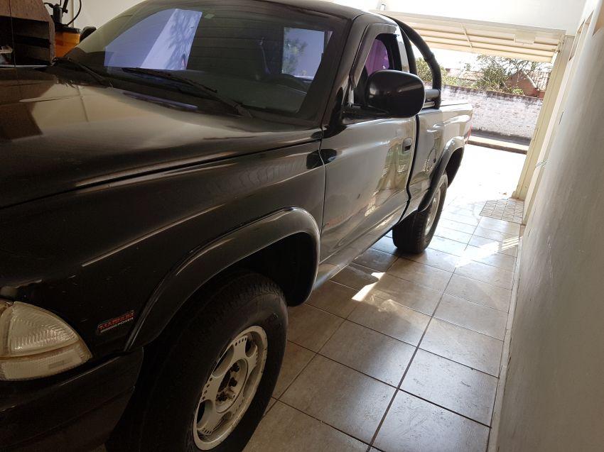 Dodge Dakota Sport 4x2 2.5 (cab. simples) - Foto #2