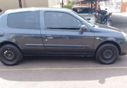 Renault Clio Hatch. Authentique 1.0 8V