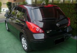 Nissan Tiida S 1.8 (flex)