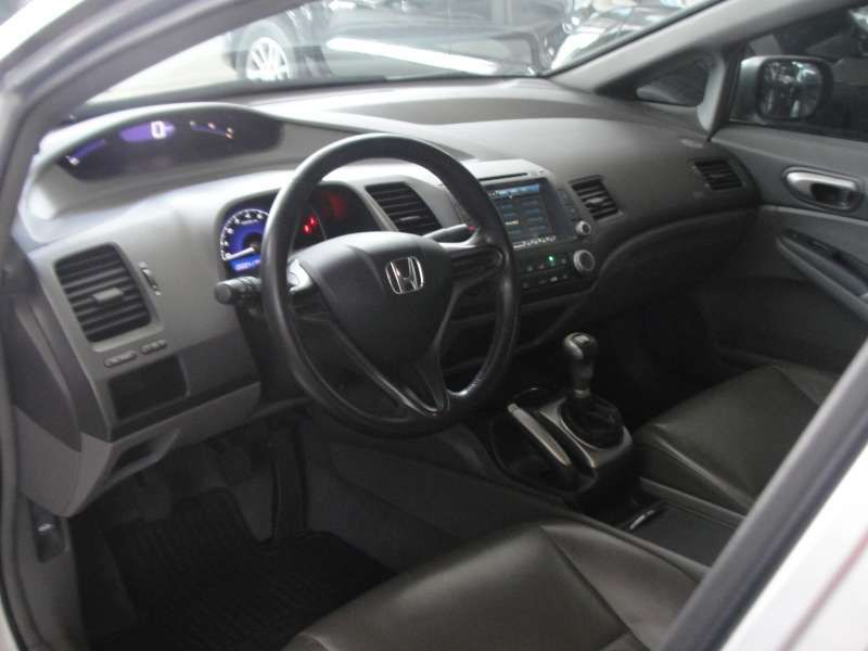Honda New Civic LXS 1.8 16V (flex) - Foto #8