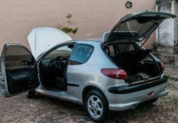 Peugeot 206 Hatch. Quiksilver 1.6 16V